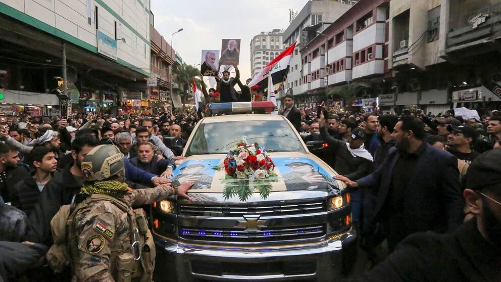 Begravningståget gick genom Bagdad under lördagen