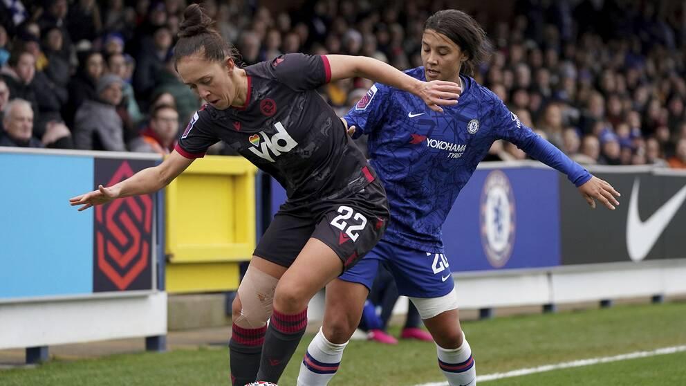 Sam Kerr (höger) har debuterat i Super League för Chelsea.