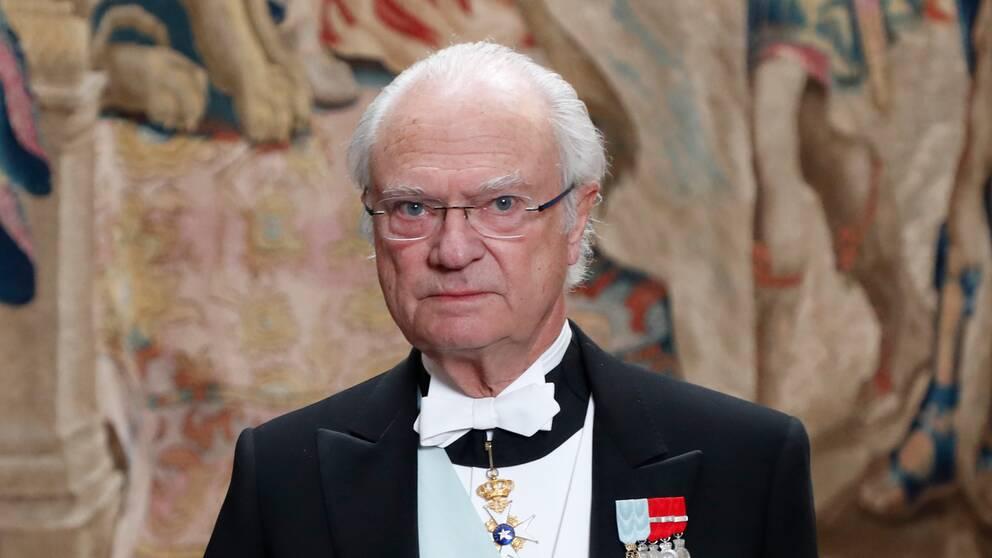 """""""Mina och min familjs tankar går i denna stund till de omkomna, deras familjer och närstående"""", skriver Kung Carl XVI Gustaf i en kommentar."""