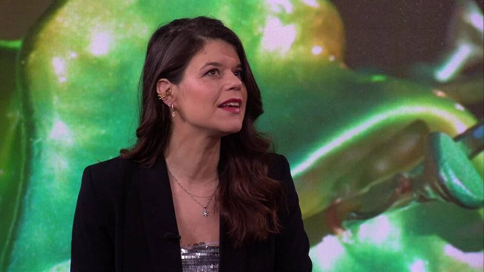 Komikern Emma Molin intervjuas i Morgonstudion.
