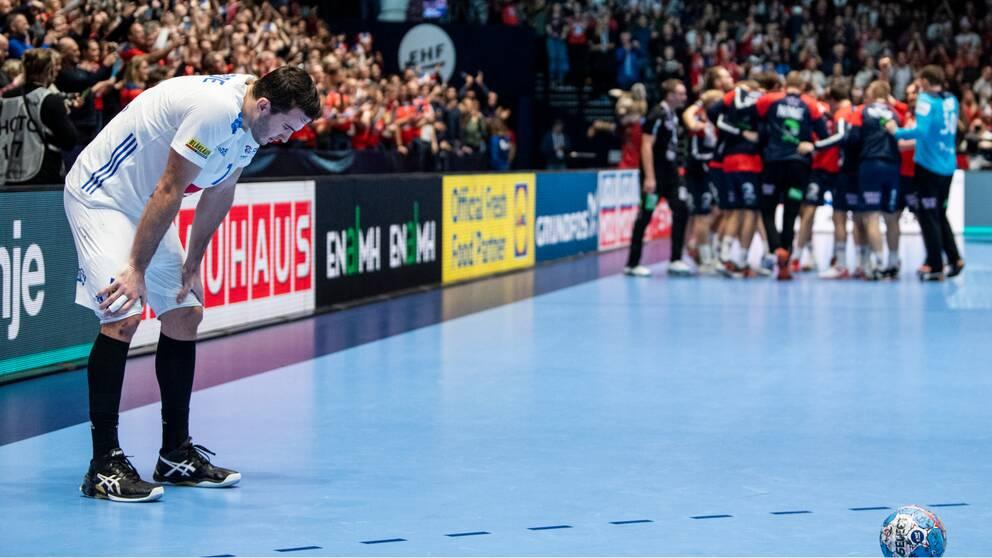 Stornationen Frankrike är ute ur handbolls-EM.