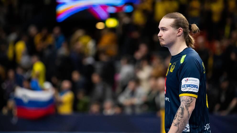 Lukas Nilsson deppar efter förlusten.