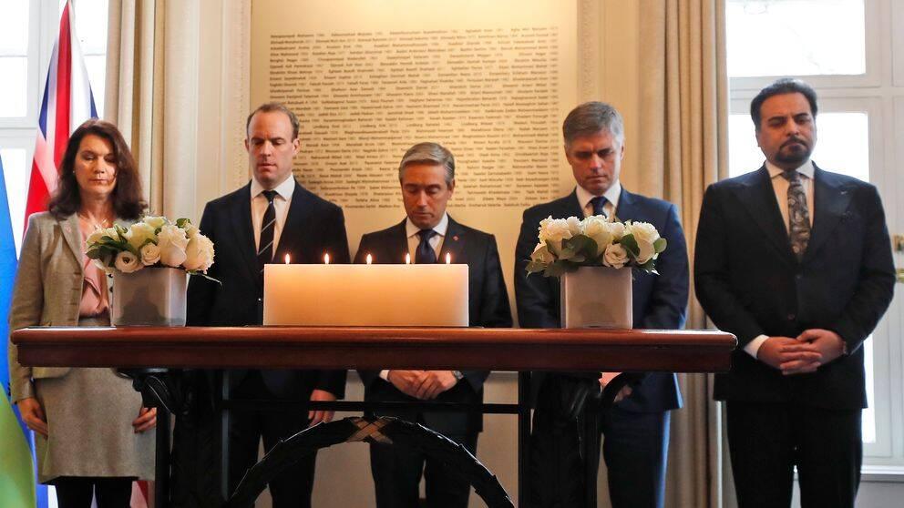 Utrikesminister Ann Linde (till vänster) tillsammans med utrikesministrarna för Storbritannien (Dominic Raab, till höger om Linde), Kanada (François-Philippe Champagne, mitten), Ukraina (Vadym Prystajko, andra från höger) och Afghanistan (Idris Zaman, längst till höger).