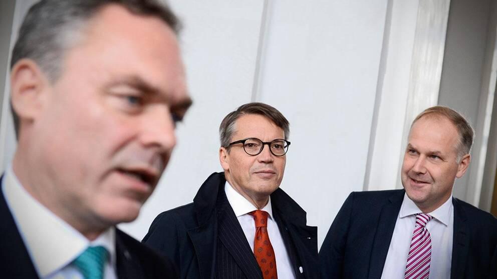 Folkpartiets Jan Björklund, Kristdemokraternas Göran Hägglund, och Vänsterpartiets Jonas Sjöstedt tillhör partier som kan få det ekonomiskt tufft med nyval.