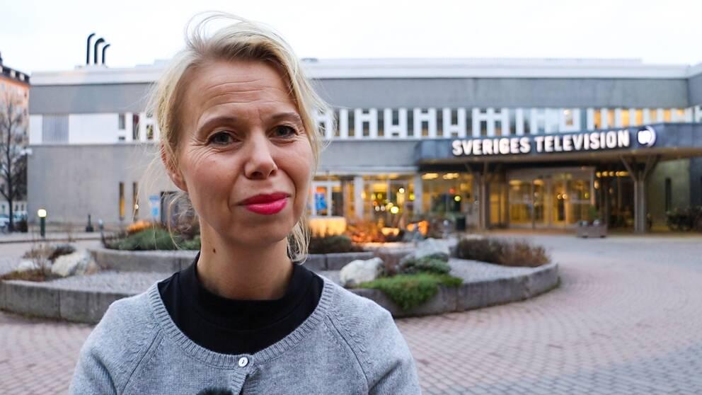 SVT Nyheters divisionschef Anne Lagercrantz ifrågasätter att en medarbetare ska vittna i den omtalade rättegången mot Anna Lindstedt, tidigare ambassadör i Kina.