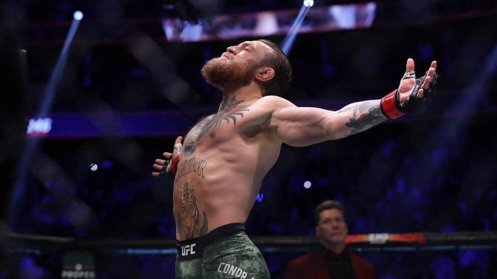 Conor McGregor presenteras inför matchen mot Donald Cerrone.