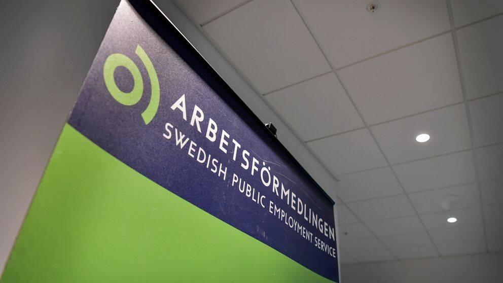 En banderoll på arbetsförmedlingens nya logotyp.