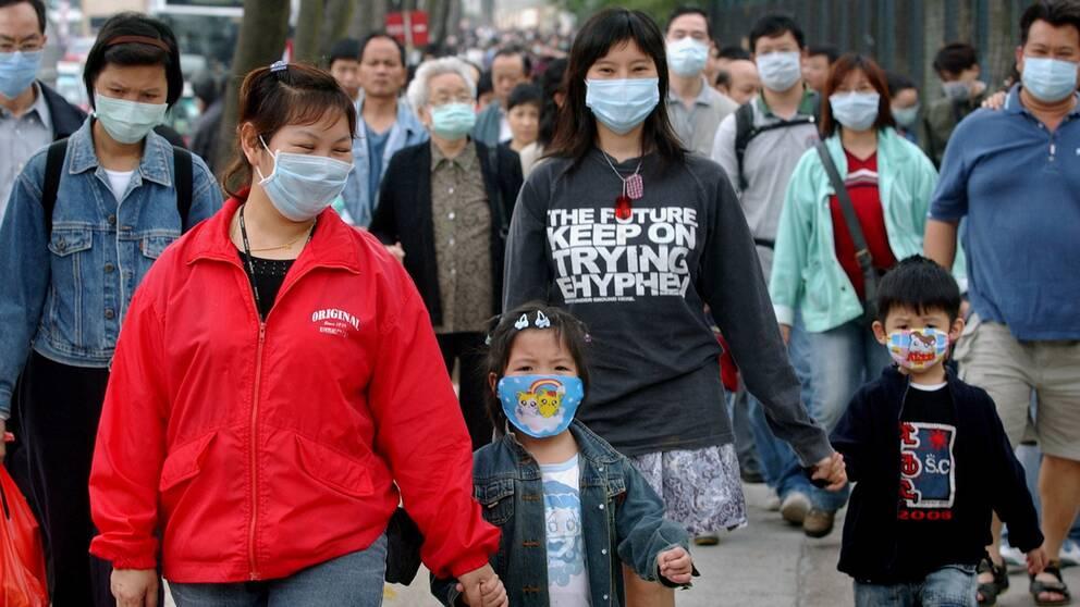 750 människor dog när virussjukdomen sars bröt ut 2003. Den lyckade bekämpningen av sjukdomen gav viktiga lärdomar för framtiden, anser smittskyddsexpert.