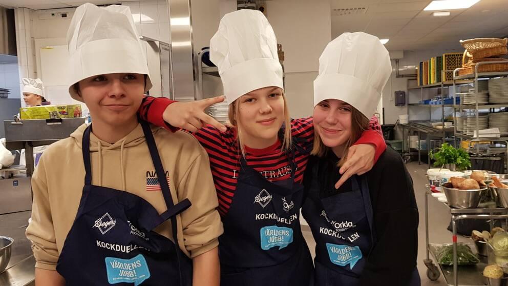 Tre högstadieelever som tävlat i Kockduellen i Falun.