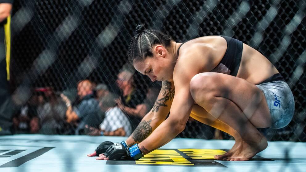 Svenska MMA-stjärnan Lina Länsberg i UFC-oktagonen.