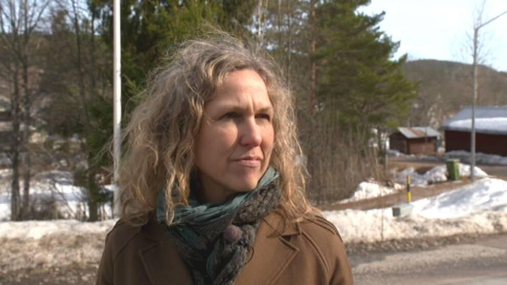Marit Kapla växte upp i Osebol och nu turnerar hon runt i hela Sverige och berättar om sin bok.