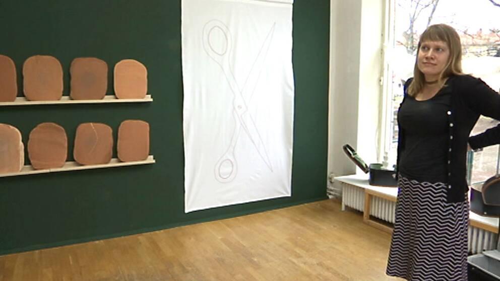 """Utställningen är en blandning av broderi, skulptur, installation och teckning och heter """"Into the unknown"""""""
