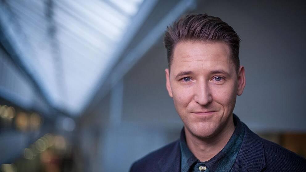 Hannes Fossbo, programledare och webbredaktör på Kulturnyheterna.