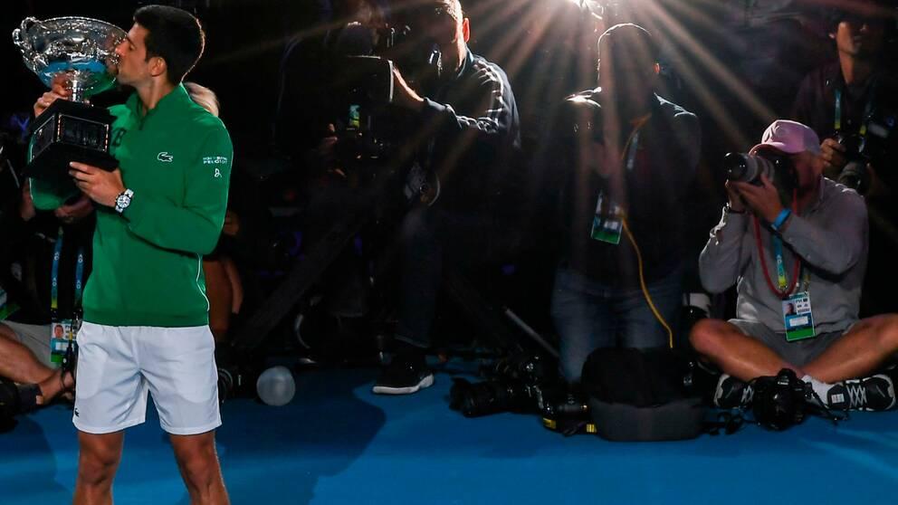 Novak Djokovic fick ännu en gång kyssa Australian Open-pokalen.