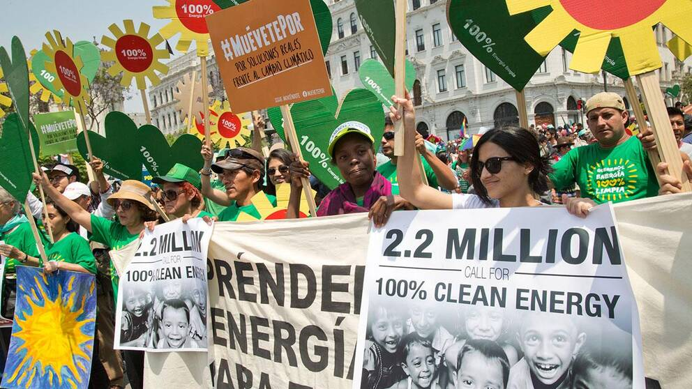 Demonstranter i Lima under klimatmötet.
