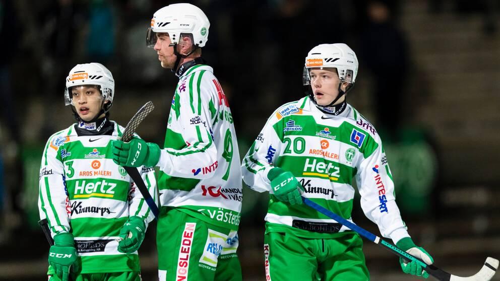 Robin Andersson (i mitten) gjorde fyra mål mot Vetlanda