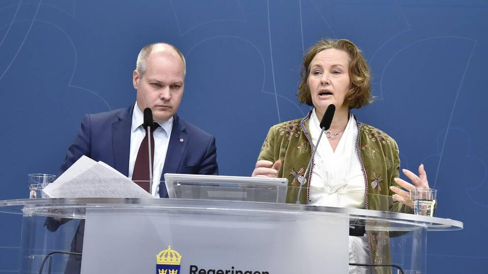 Justitie- och migrationsminister Morgan Johansson (S) och Juno Blom, partisekreterare för Liberalerna.