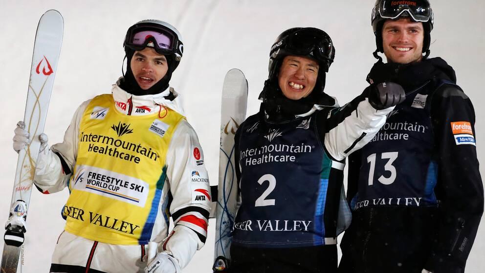 Felix Elofsson (till vänster) fick i natt kliva upp på pallen i världscupen.