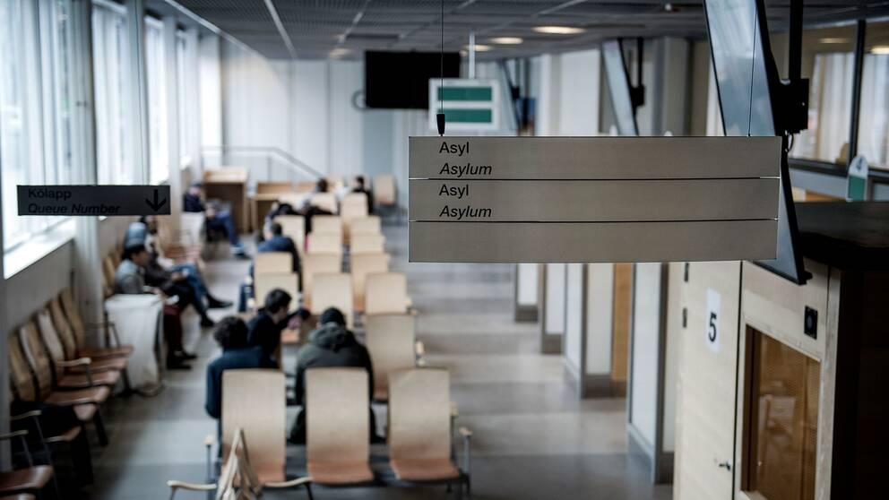 Väntsal för asylsökande på Migrationsverket i Solna, Stockholm.