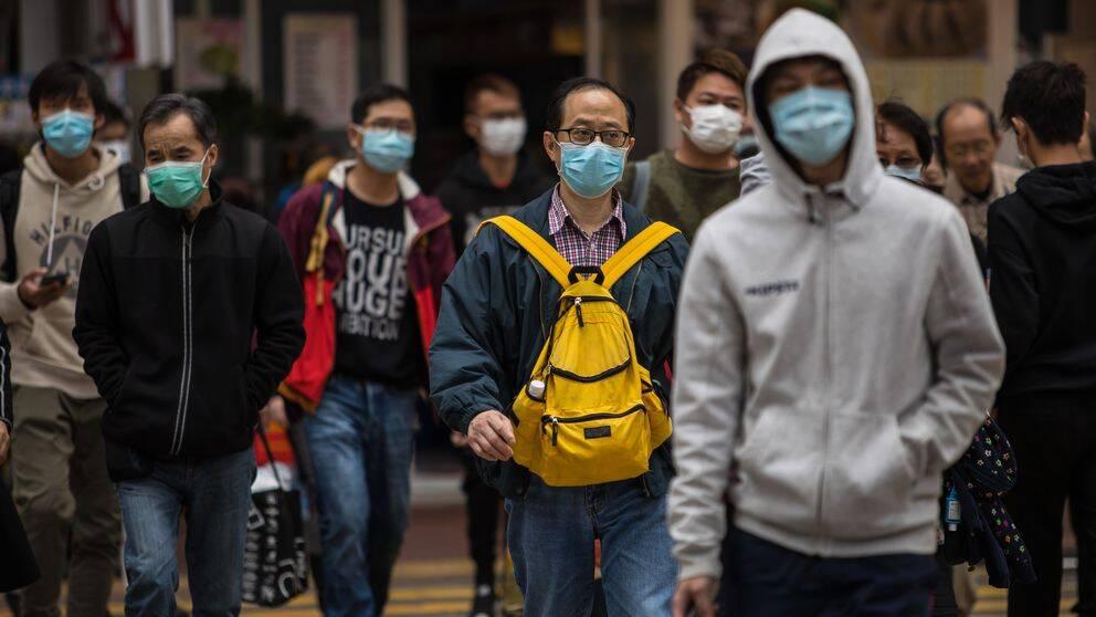Människor i Hongkong med ansiktsmasker