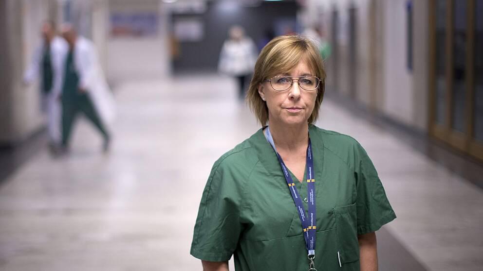 Karin Båtelson är ordförande i Sjukhusläkarna som är den största yrkesföreningen inom Sveriges läkarförbund.