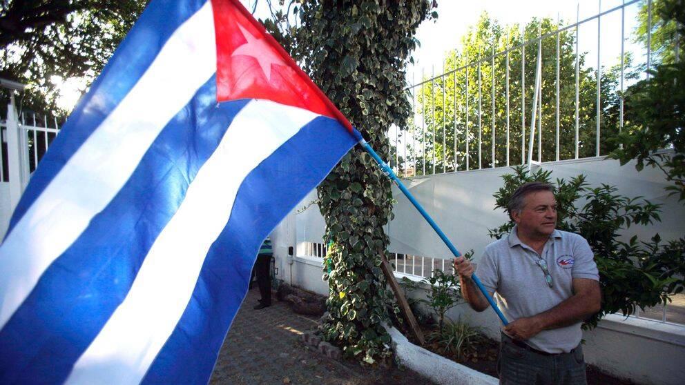 Kubanerna firar det historiska beslutet.