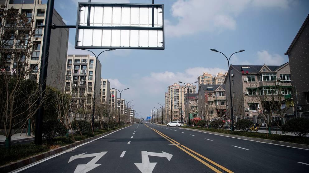 Gatorna ekar tomma i Hangzhou, där karantänregler infördes den 5 februari.