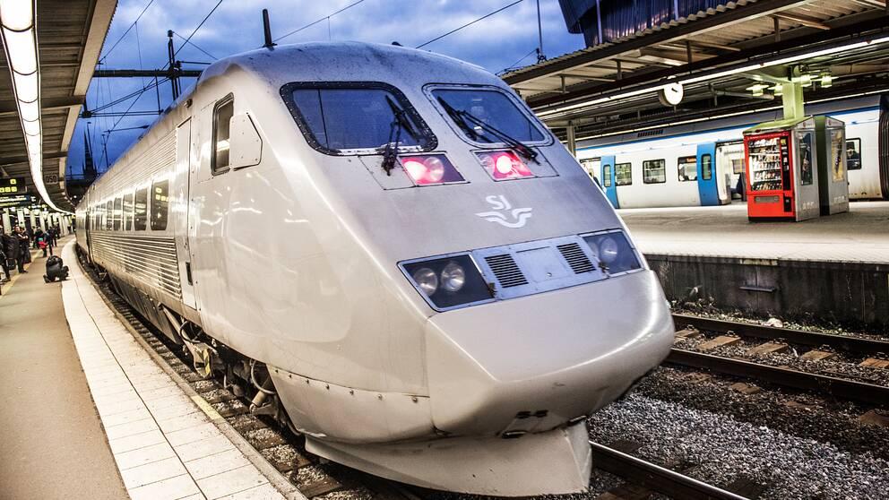 SJ-tåg på perrong.