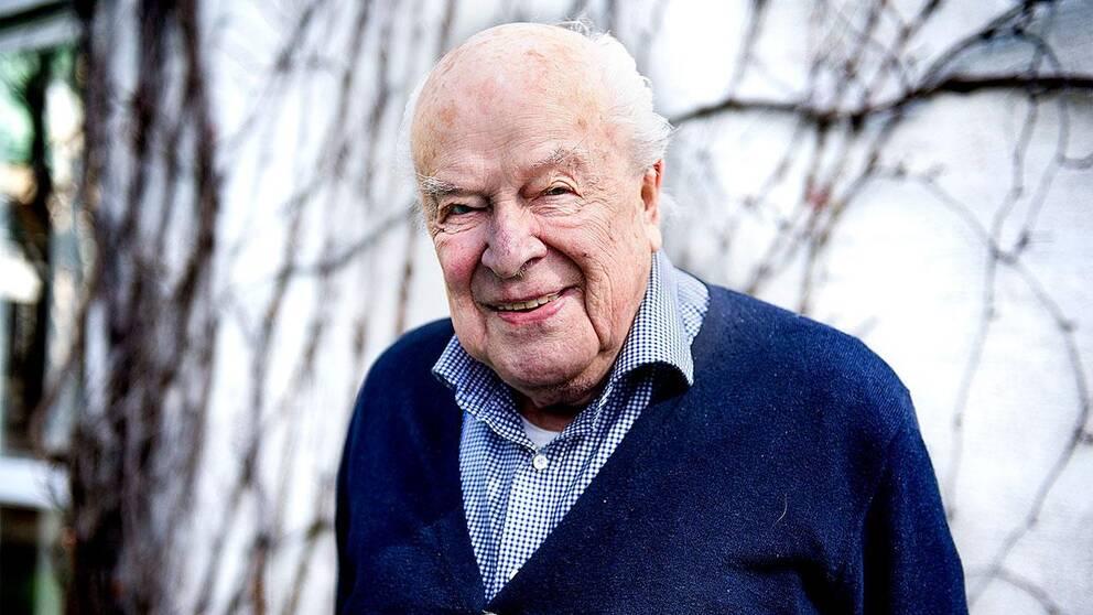 Skådespelaren Ingvar Kjellson har avlidit efter en tids sjukdom. Kjellson blev 91 år.
