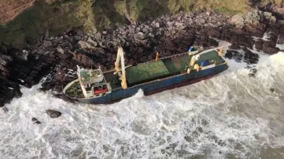 Fartyg intill kustremsa