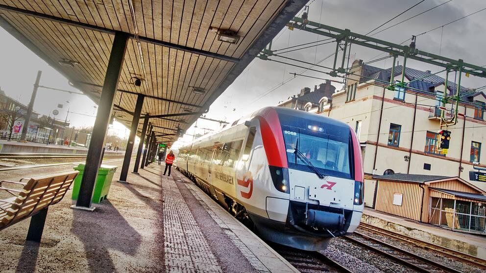 Tåg från Tåg i Bergslagen står på stationen i Gävle.