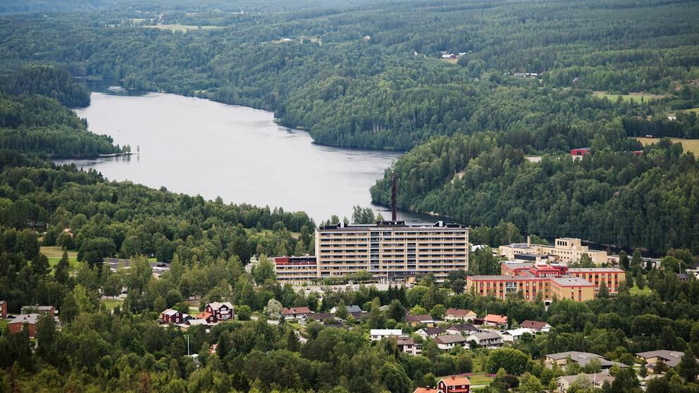 Sollefteå sjukhus fotograferat från Hallstaberget. Arkivbild.