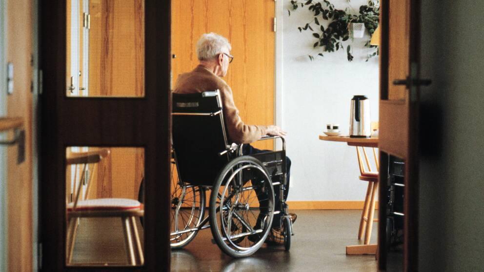 Man i rullstol.