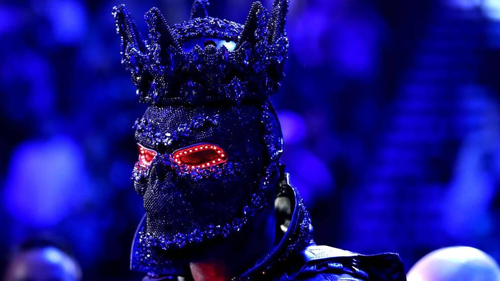 Deontay Wilder kom till ringen iförd en dyr och utsmyckad utstyrsel.