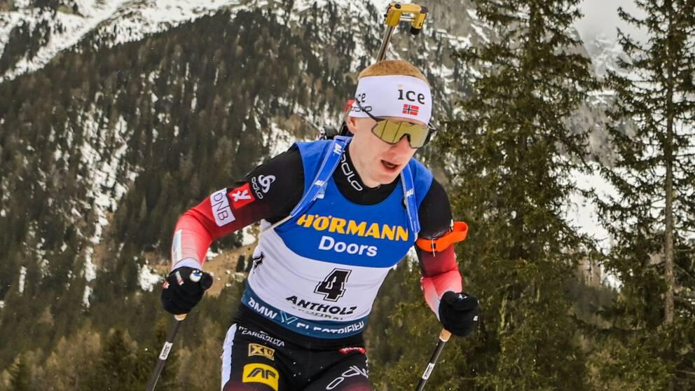 Johannes Thingnes Bö vann herrarnas masstart i skidskytte-VM.