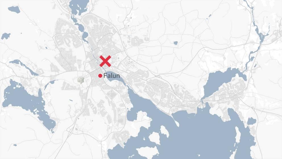 En karta över delar av Falun där platsen för rånet är markerad med ett rött kryss.