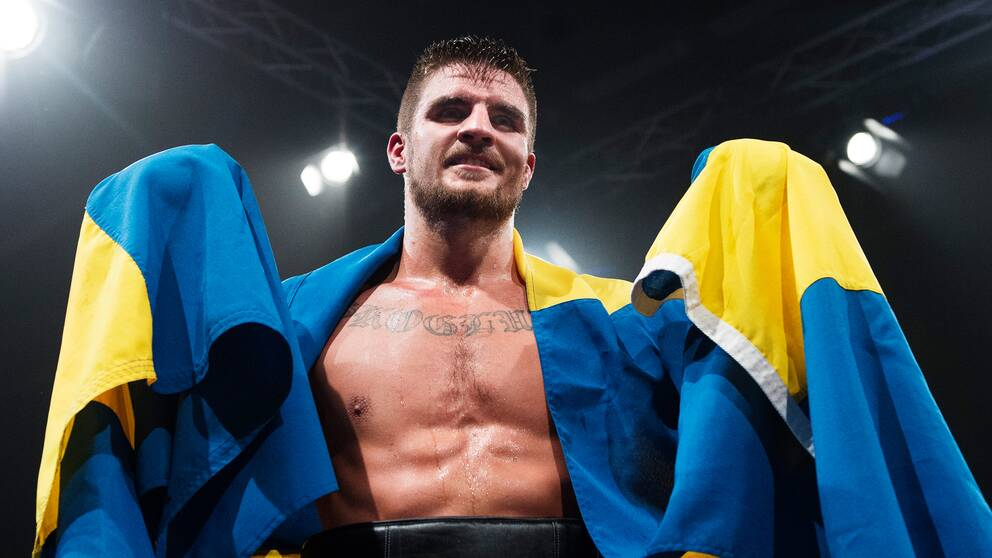 Erik Skoglund jublar efter att ha besegrat amerikanen Derek Edwards 2015.