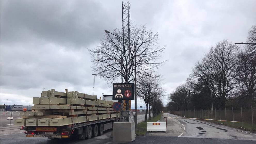 Ett område i Trelleborgs hamn för nykterhetskontroller utförda av poliser.