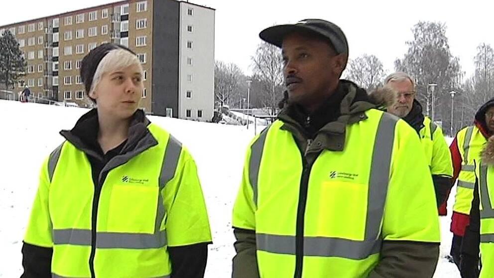 Annastina Johansson och Ibrahim Nur på vandring.