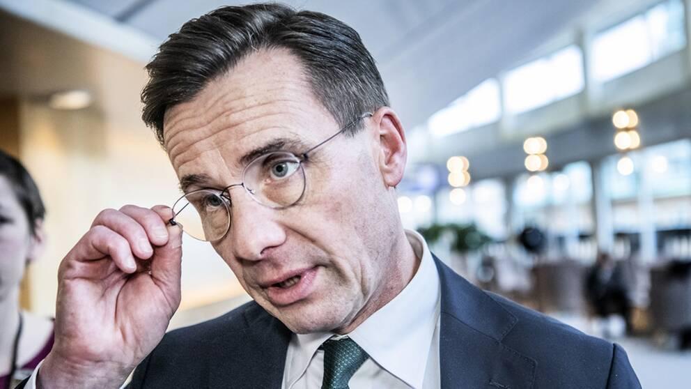 Ulf Kristersson, partiledare för Moderaterna, menar att Sverigedemokraterna går över gränsen i sin kritik mot public service.