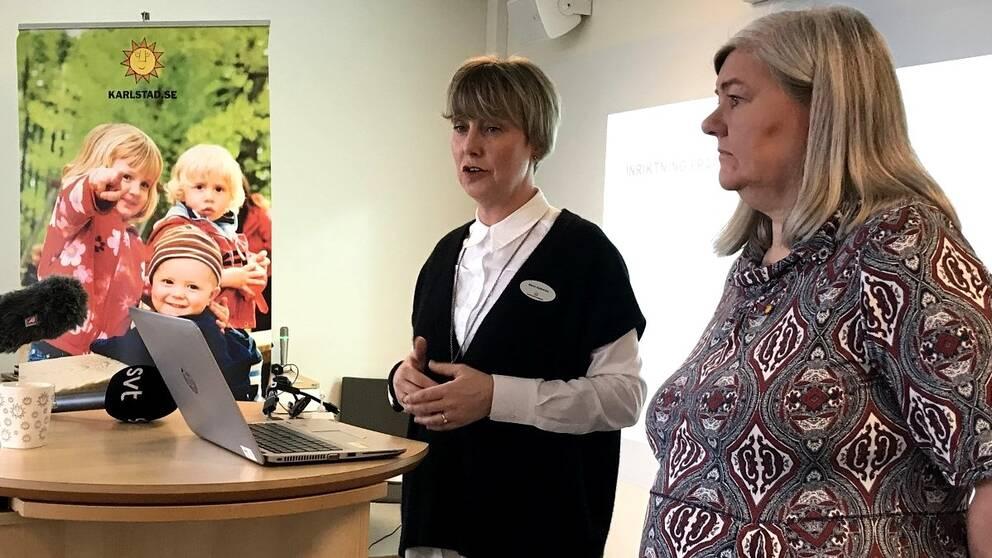 Maria Kjällström från barn- och ungdomsförvaltningen och Birgitta Larsson skoldirektör gymnasiet höll i dagens presskonferens.
