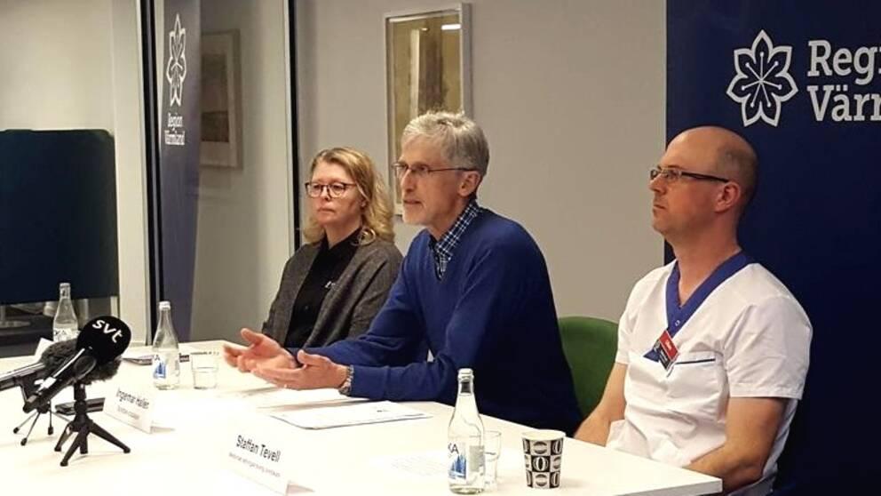 Vid presskonferensen medverkade bland annat smittskyddsläkare Ingemar Hallén och Staffan Tevell som är överläkare vid infektionskliniken på Centralsjukhuset.