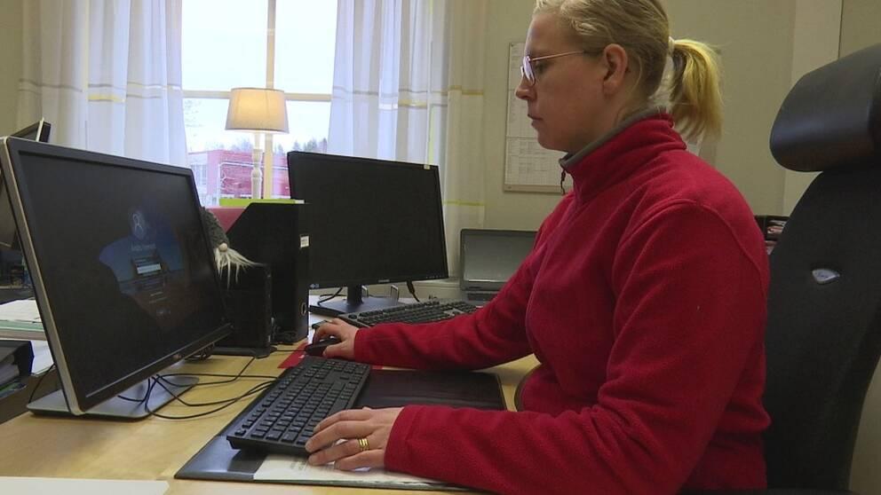 Jennie Strömberg, undersköterska i Sunne, vill kunna säga att hon är stolt över sitt jobb.