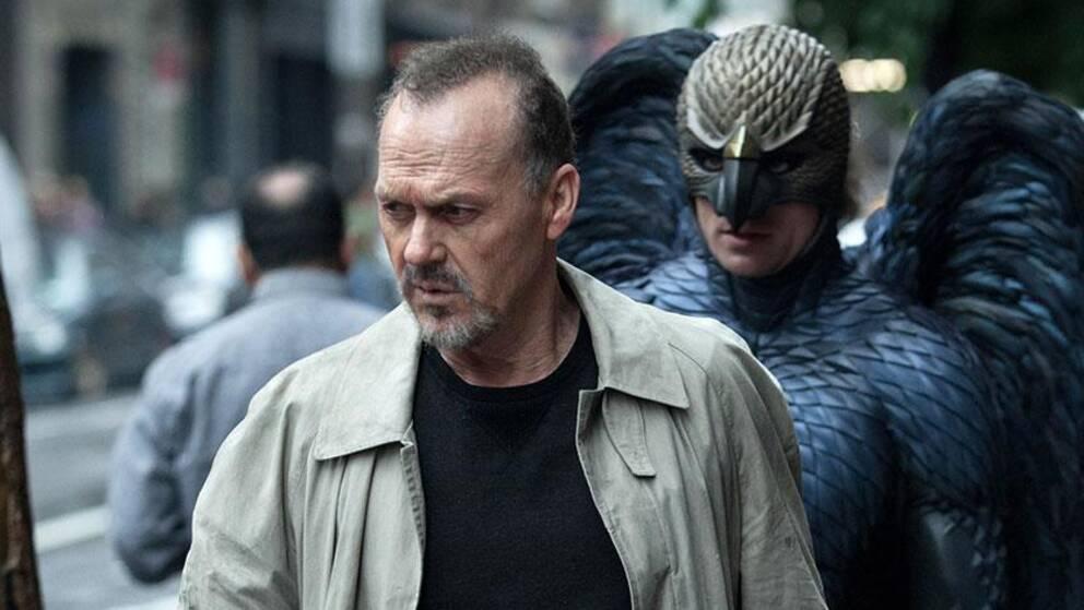 Michael Keaton i rollen som Riggan Thomson förföljs av sin tidigare rollkaraktär Birdman.