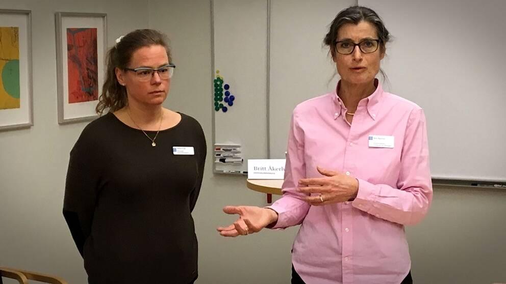 Vårddirektör Jessica Frisk och smittskyddsläkaren Britt Åkerlind höll presskonferens under måndagskvällen.