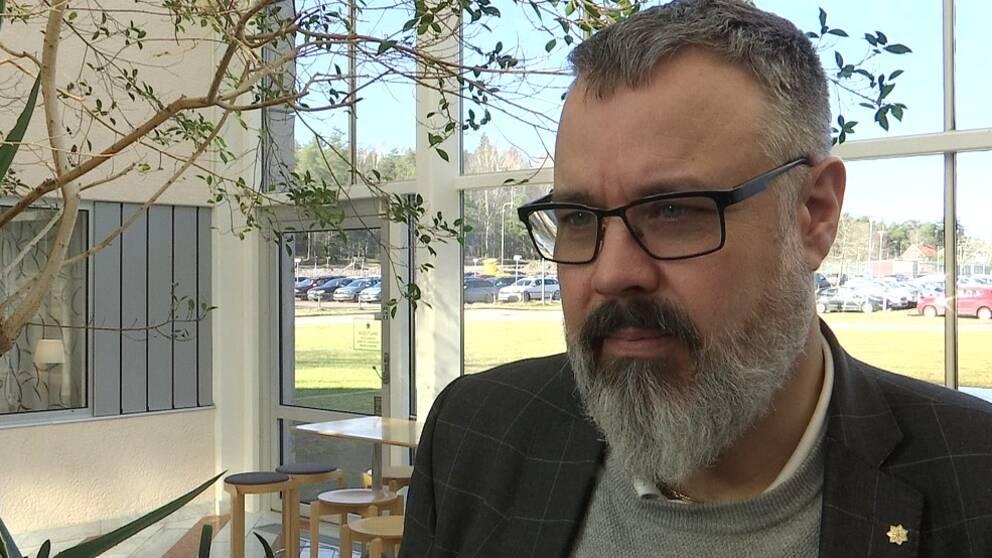 Hör sjukvårdsledaren Tobias Kjellberg om stabsläget och om utmaningarna för Region Värmland i rådande coronaläge.