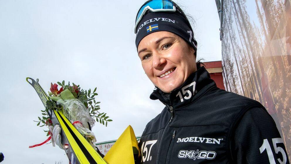 "Britta Johansson Norgren vinner långloppscupen Ski Classics ""i kavaj""."