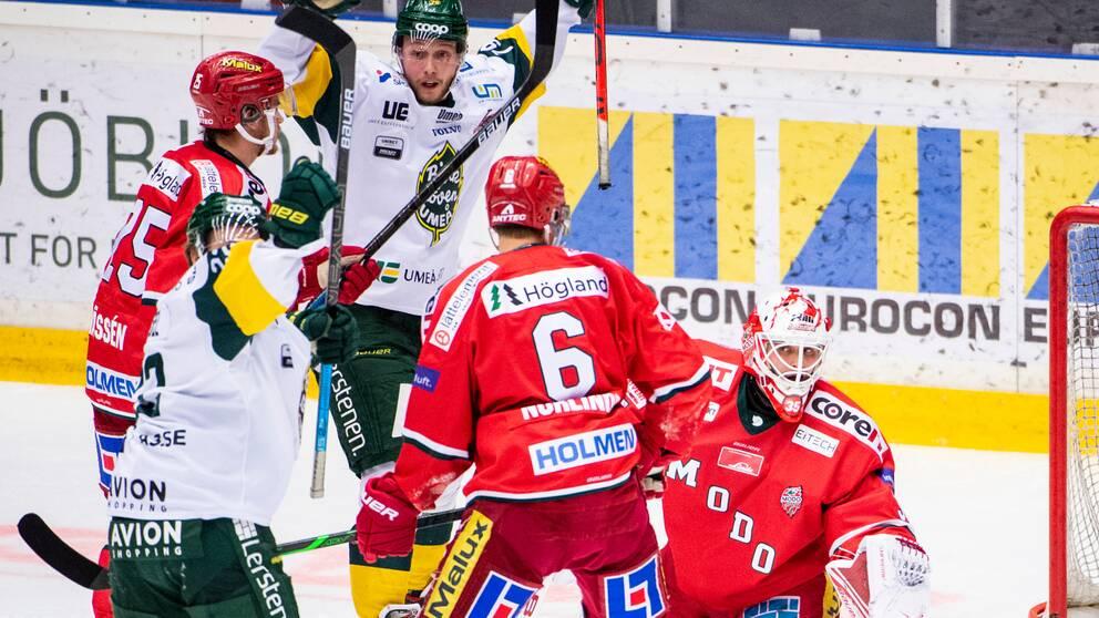 Björklövens Fredric Weigel och Kristoffer Söder jublar framför Modos Linus Nässén, Mattias Norlinder och målvakt Patrik Bartosak efter att Fredric Weigel gjort 0-1 under ishockeymatchen i Hockeyallsvenska finalen mellan Modo och Björklöven den 12 mars 2020 i Örnsköldsvik.