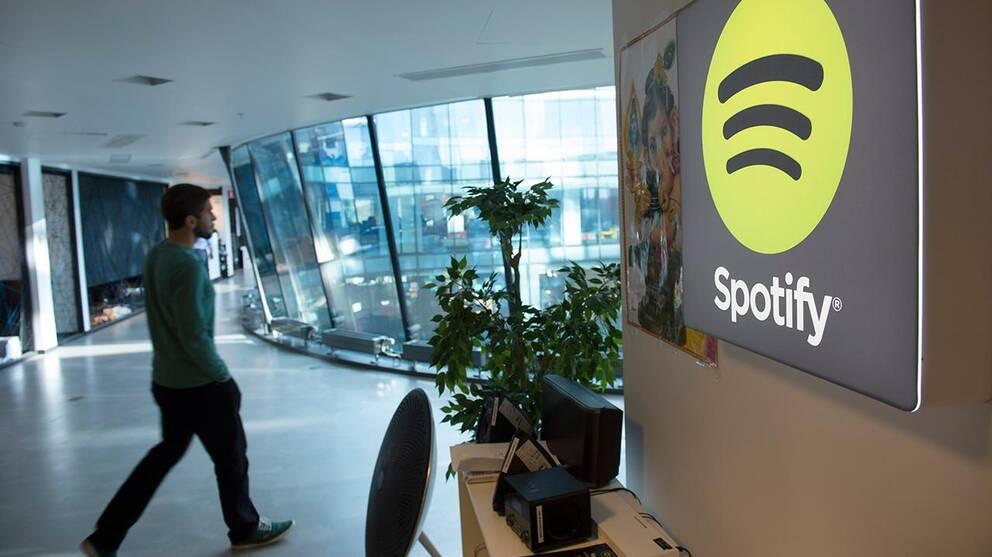 En av Spotifys anställda på kontoret i Stockholm. Mannen på bilden har inget med artikelns innehåll att göra.