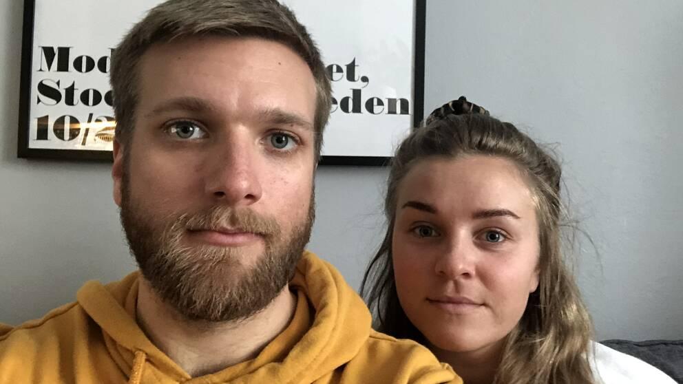 Erik och Maja sitter i gemensam karantän i hemmet.